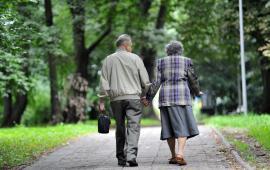 Wpływ nordic walking na funkcje fizyczne i depresję u osób w wieku 70 lat i starszych.