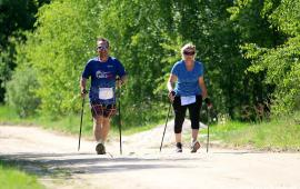 Kijki do Nordic Walking natychmiastowo poprawiają dystans marszu u pacjentów z przerywanym niedowładem połowiczym