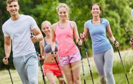 Różnice w nacisku na podłoże między technikami nordic walking